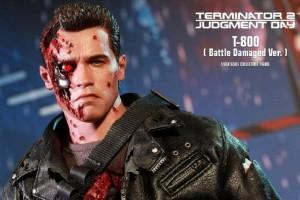 Hot Toys presenta una battle damaged di Terminator 2