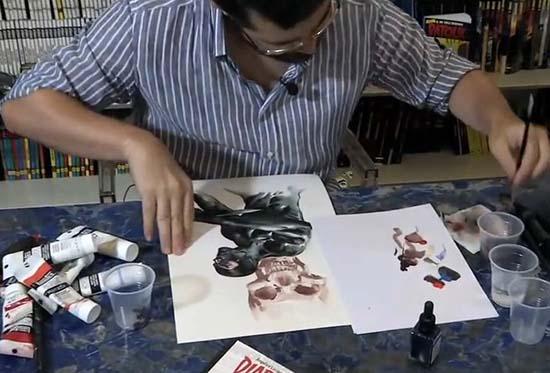 Gabriele Dell'Otto al lavoro su una cover di Diabolik Nero su Nero